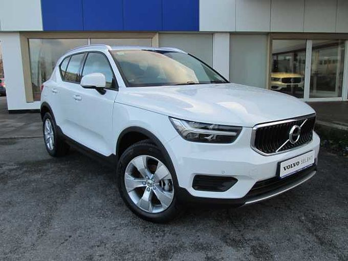 Volvo XC40 T3 Momentum (Apple Car Play, Adaptive Cruise Control, Parking Camera)